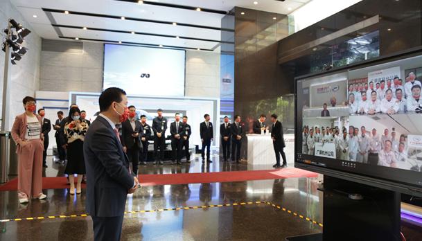 曾庆洪、冯兴亚大年初一赴投资企业拜年慰问